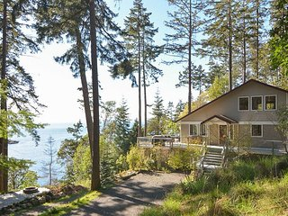 Three Coves Hideaway - Whales, Kayaks, Incredible Views and Beach! Dog Friendly!