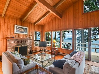 Waterfront Cabin with Great Sunsets & Super Location Near Roche Harbor