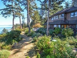 Gorgeous Custom Waterfront Home, Glorious Sunsets, Expansive Views, Hot Tub!