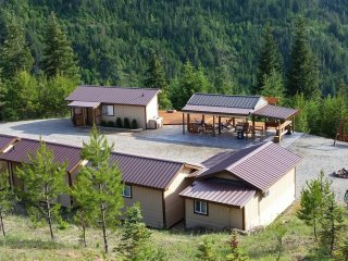 Bear Creek Cabins - Private Cabin Complex Rental