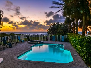 Exclusive Aqua Escape - Beachfront with a pool!