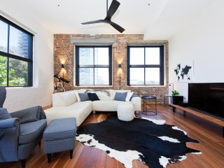 Stylish Warehouse Conversion Redfern RF01