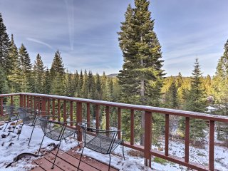 Tahoe Donner Home w/Guest Passes-Walk to Ski Lift