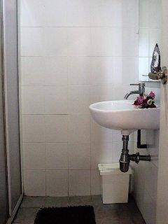 Clean bathroom, good lighting, warm running water
