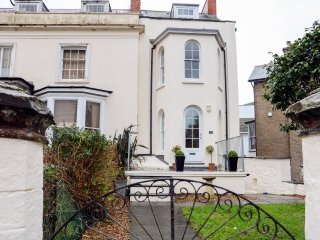 WILDER VILLA, four storey Grade 2 listed house in Ilfracombe, Ref 966080