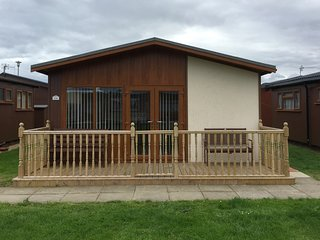Fully refurbished Detached 5 berth pet friendly seaside chalet.
