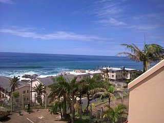 Self-catering seaside 2-bedroom apartment, sleeps 4
