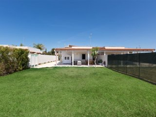 944 Small villa for vacations by the sea of Porto Cesareo