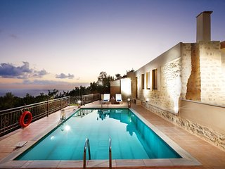 Enchanting seaview villa with 2 pools & private museum- disCRETE VILLA Triopetra