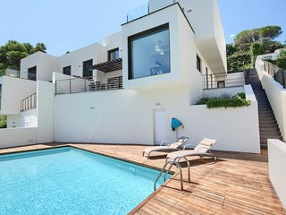 Begur Villa Sleeps 5 with Pool Air Con and WiFi - 5424920