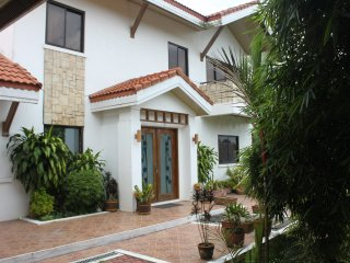 Luxury 4 bed villa with pool - 7km Tagaytay
