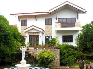 Luxury 4 bed villa with pool - 7km Tagaytay