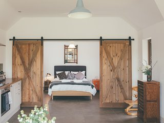 Beautiful Cambridgeshire Barns sleeps 12+