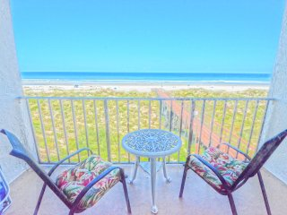 3rd Floor Oceanfront 1 BR Condo w/Private Balcony