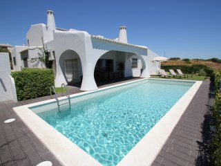Stunning 4 Bedroom Villa with Sea Views, Air conditioning and free Wi-Fi
