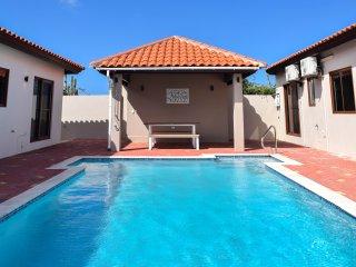 Cas di Sono Bon Bini Unit 113 - 2 bedroom 1.5 bath duplex Home