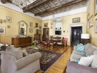 Close to Spanish Steps, Elegant and spacious 3 bd apartment
