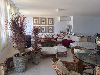 Sala ampla com 3 ambientes