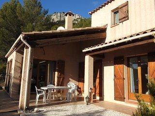 VILLA  LUMINEUSE 100 m2  terrasse et jardin arbore sur les hauts de Tourris