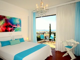 Stunning 360° Sea View Luxury  Apart 3 bedrooms,2 bathrooms, sleeps 7 persons