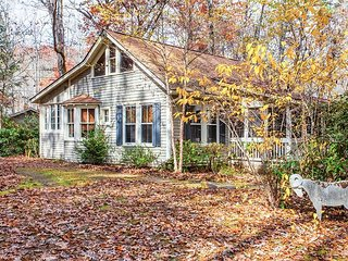 Charming 3BR Historic Home and 2BR Guest Cottage in Serene Woodsy Setting
