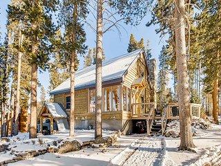 3BR Designer Cabin w/ Deck - Minutes to Breckenridge Resort