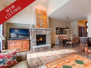 Lovely & Pristine Mountain Thunder Townhome - Ski-In and Walk to Town with Ease
