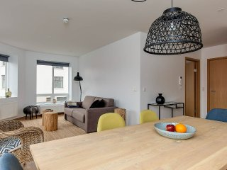 Fabulous 2-bedrooms Apartment with balcony- TRS202