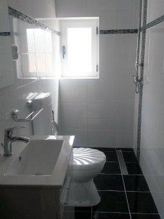 A3(6+2): bathroom with toilet