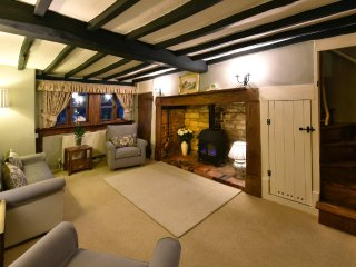 BELLS COTTAGE, ALDERTON, in The Heart of the Cotswolds.  Quintessential cottage