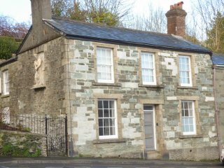 64 WEST STREET, centre of Tavistock, listed building, en-suites, Ref 971766