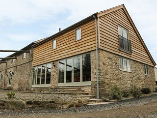 TIMBER BARN, barn conversion, en-suites, luxury accommodation, Ref 971479