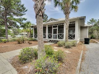 4 BdrmBeach House Located in The SeacrestCommunity Steps Away from Rosemary