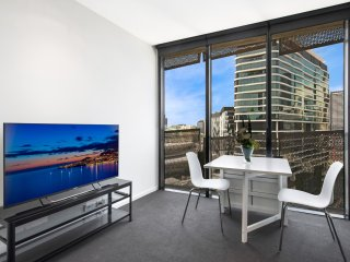 Farina, 1BDR Docklands Dream