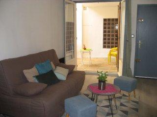 Joli Studio Cosy avec terrasse a Avignon Intramuros