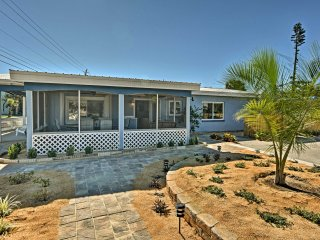 Cozy Cocoa Beach Bungalow - Walk to Beach & Pier!