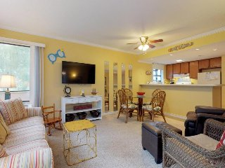 Shared pools, hot tub, sauna & resort amenities, one block from the beach!