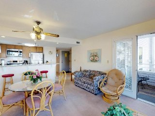 Coastal condo w/ shared pools, hot tub, sauna, tennis & more, 1 block from beach