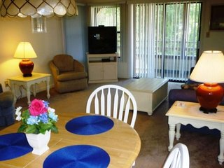 Cute condo with private balcony, shared pool/hot tub, & beach cabana access