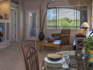 Family condo w/ mountain views, shared pool & hot tub and golf onsite