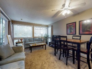 Family-friendly condo with shared pools, tennis courts, hot tub, & sauna