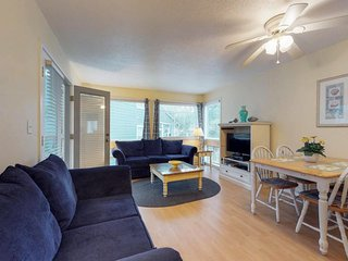 Bright beach condo with shared tennis courts, pools, hot tub, and sauna