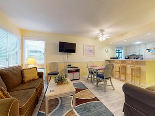 Conveniently located condo with shared pools, hot tub, tennis courts & sauna