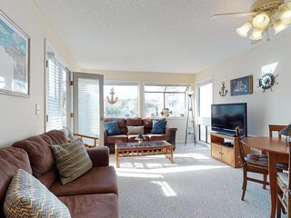Family condo w/2 shared pools, hot tub, sauna, tennis courts, easy beach access
