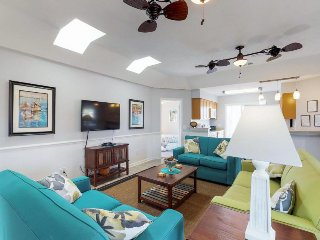Cheerful renovated cottage w/ shared pool - walk to beach, pier, dining, & more!