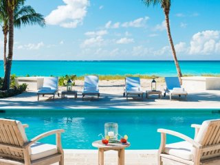 Coral House  Beach Front, Private Pool