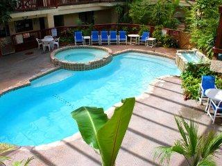 Loft-style condo w/ shared pool & hot tub - gulf views, walk to the beach!