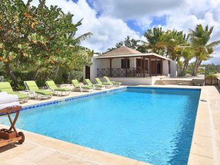 Villa Blue Beach 2 Bedroom GREAT REVIEWS Fully Serviced Book Now and Save