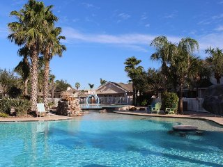 Dog-friendly condo w/ shared pool only five blocks to the beach, near waterpark!