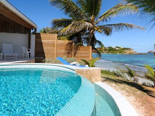 Villa Key Lime  * Beach Front :: Located in  Wonderful Anse des Cayes with Priva